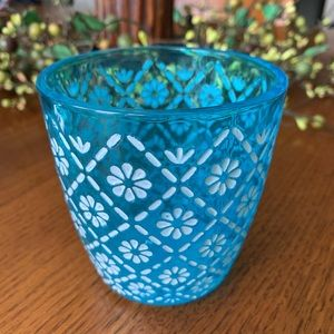 FREE W/PURCHASE Yankee Candle Votive Holder!